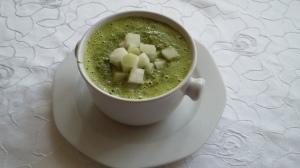 Grüne Kohlrabisuppe